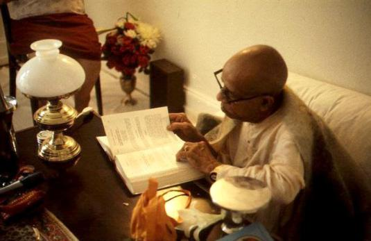 srila-prabhupada-reading-his-own-books