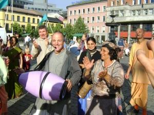 Parasurama_leading_kirtan_in_Oslo